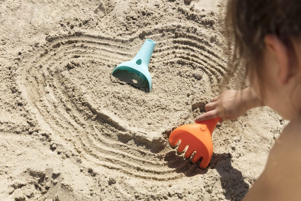 children's rake sand play